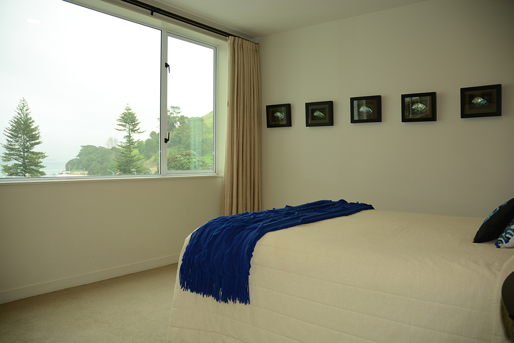 2 Bedroom 180° View Apartments (1 Queen Bed, 2 Single Beds)